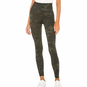 NWOT Spanx Look at Me Now Seamless Legging Camo XL